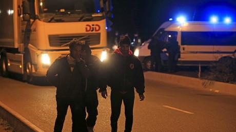 Policiers et migrants s'affrontent régulièrement à Calais