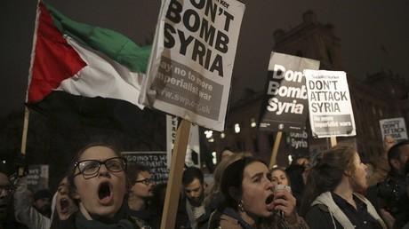 Une manifestation à Londres le 1er décembre 2015 contre les frappes aériennes britanniques en Syrie