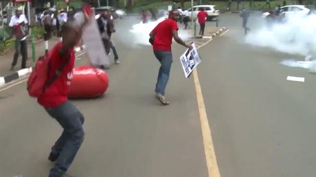 Kenya : la police disperse à coups de gaz lacrymogènes des manifestants contre la corruption