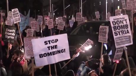 Londres : les manifestants font les «morts» pour dénoncer l'opération militaire en Syrie