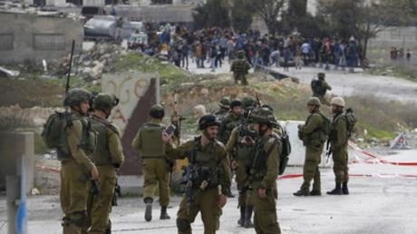 Les soldats israéliens près de Hébron