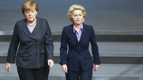 La chancelière allemande Angela Merkel et la ministre de la Défense Ursula von der Leyen
