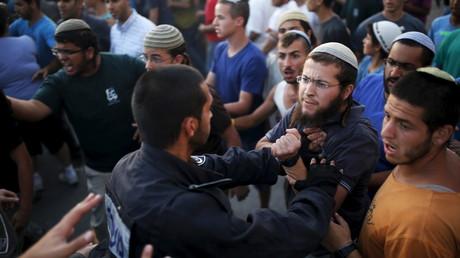 Altercation entre colons et policiers israéliens.
