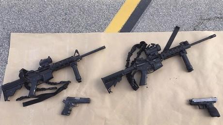 Les armes retrouvées sur les deux tireurs, à leur mort