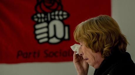 Une militante socialiste après les résultats des élections