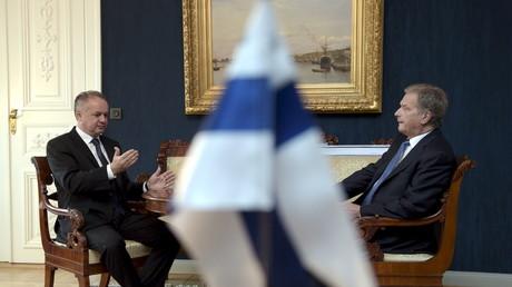 Le président finlandais Sauli Niinisto et son homologue slovaque Andrej Kiska