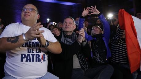 Partisans de Marine Le Pen, chef de file du Front national à Hénin-Beaumont le 6 décembre dernier