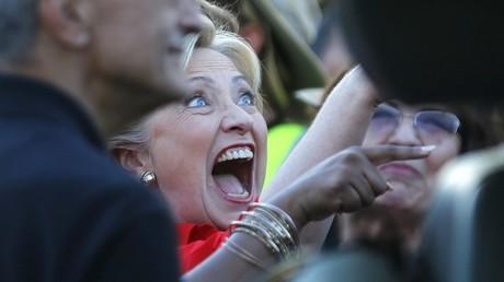 Hillary Clinton trouve que les propos de Donald Trump n'ont plus rien d'hilarant.