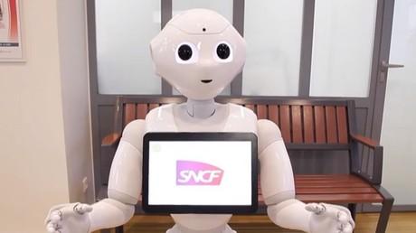 Faites connaissance avec Pepper, le robot-humanoïde de la SNCF au service des passagers