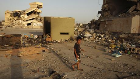 Un enfant dans les ruines de la Libye
