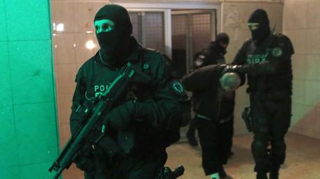 Bosnie : 11 personnes soupçonnées d'avoir des liens avec Daesh en détention (VIDEO)