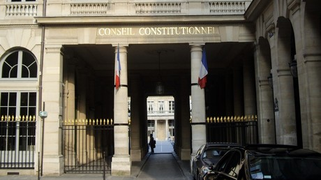 Les assignations à résidence jugées conformes à la Constitution