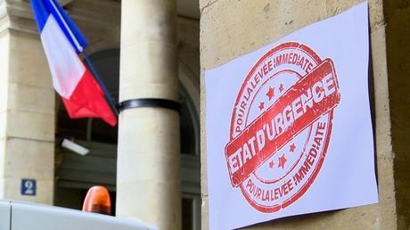 Le collectif d'associations s'est rendu au Coneil Constitutionnel pour protester contre l'état d'urgence.
