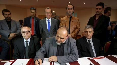 Les représentants libyens qui ont signé l'accord d'unité nationale sont supervisés par l'ONU