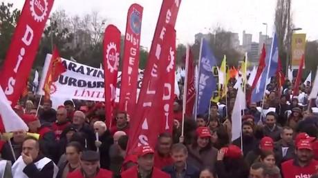 Les syndicats turcs protestent contre le couvre-feux