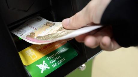 L'instabilité du rouble se poursuit,le dollar a atteint son maximum de l'année, dépassant 73 roubles