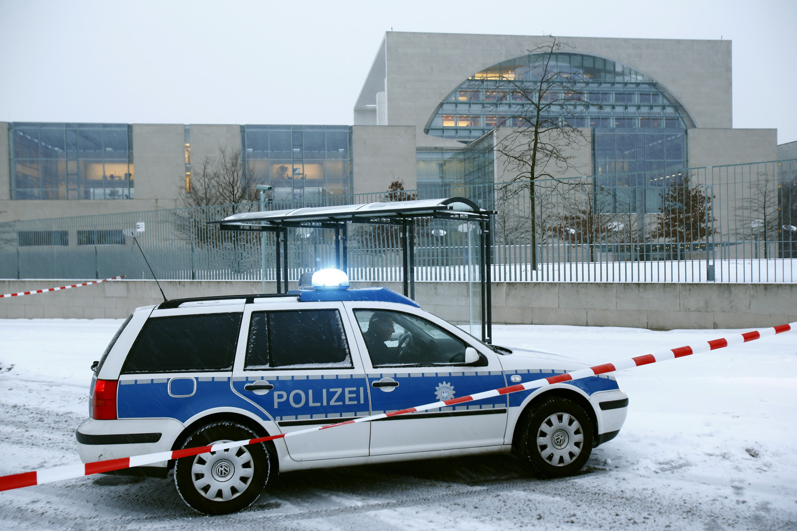 Fin d'alerte à la bombe dans les bureaux d'Angela Merkel à Berlin