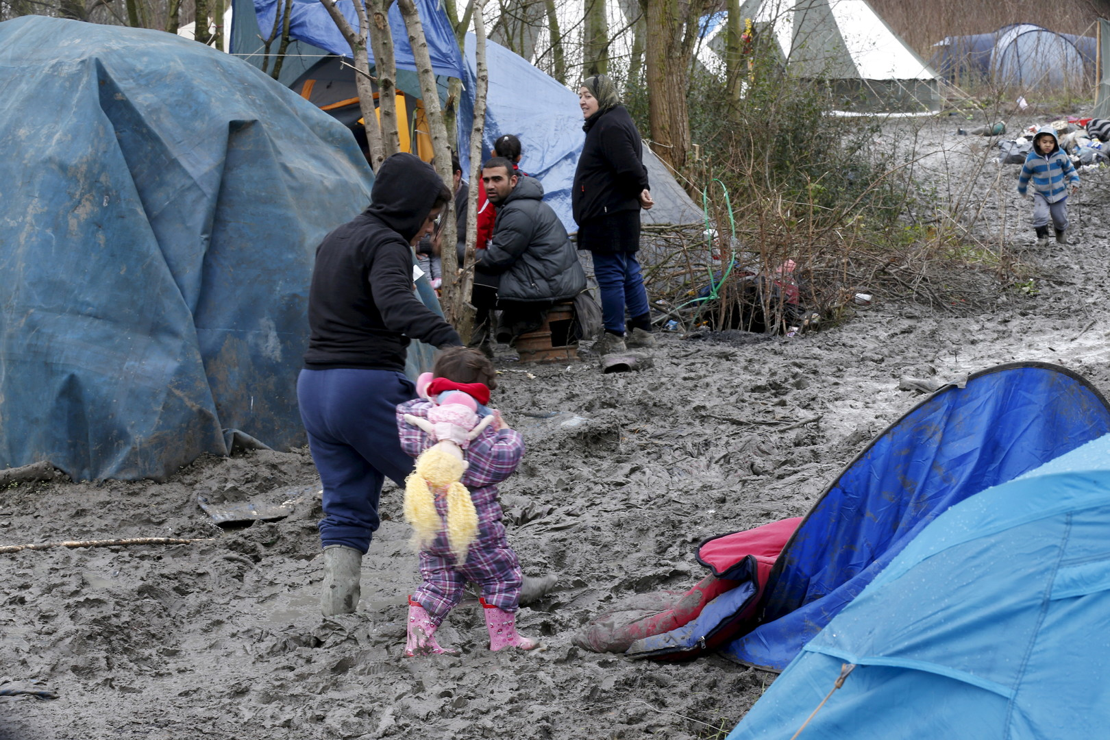 De fortes pluies dégradent les conditions humanitaires dans le camp de Grande-Synthe (PHOTOS)