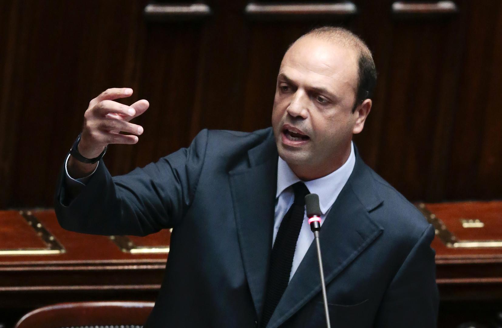 Italie le ministre de l 39 int rieur compare les m res for Interieur ministre