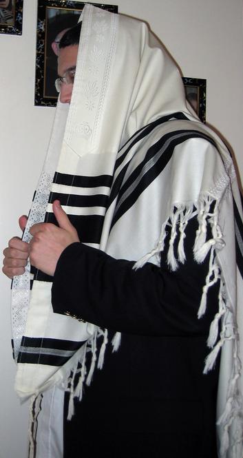 Un homme juif portant un châle de prière
