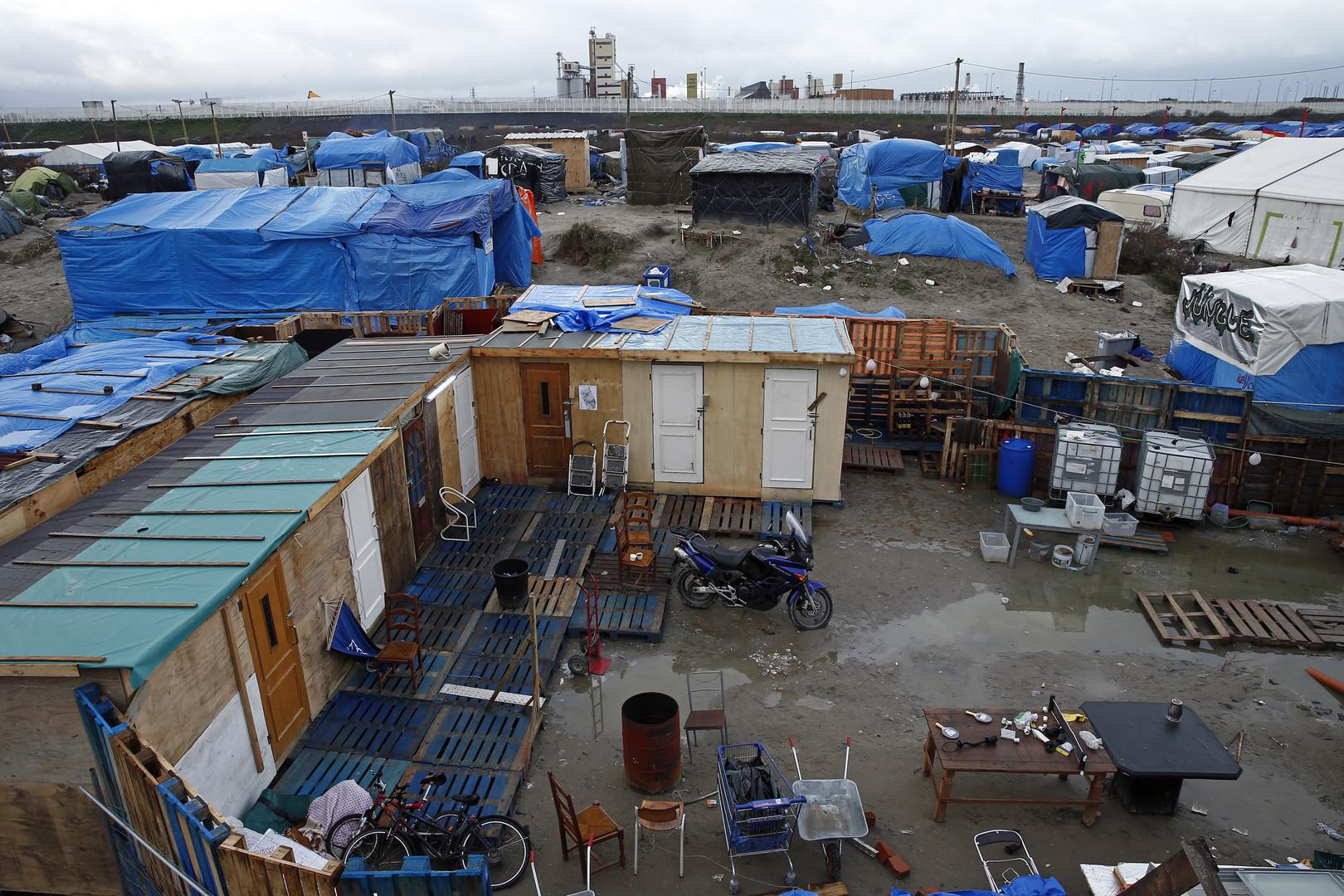 Des résidents de Calais s'opposent aux bulldozers et à l'ultimatum des forces de l'ordre