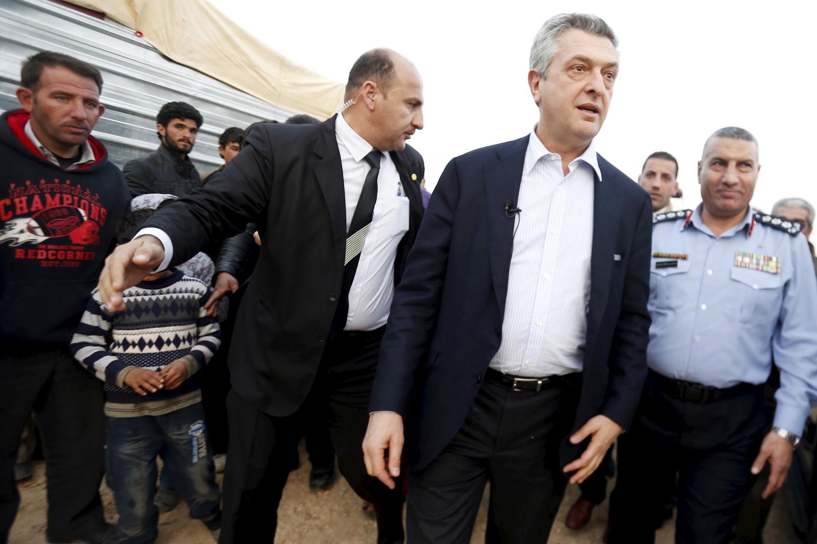Alors que des tempêtes approchent, 16 000 Syriens sont toujours bloqués à la frontière jordanienne