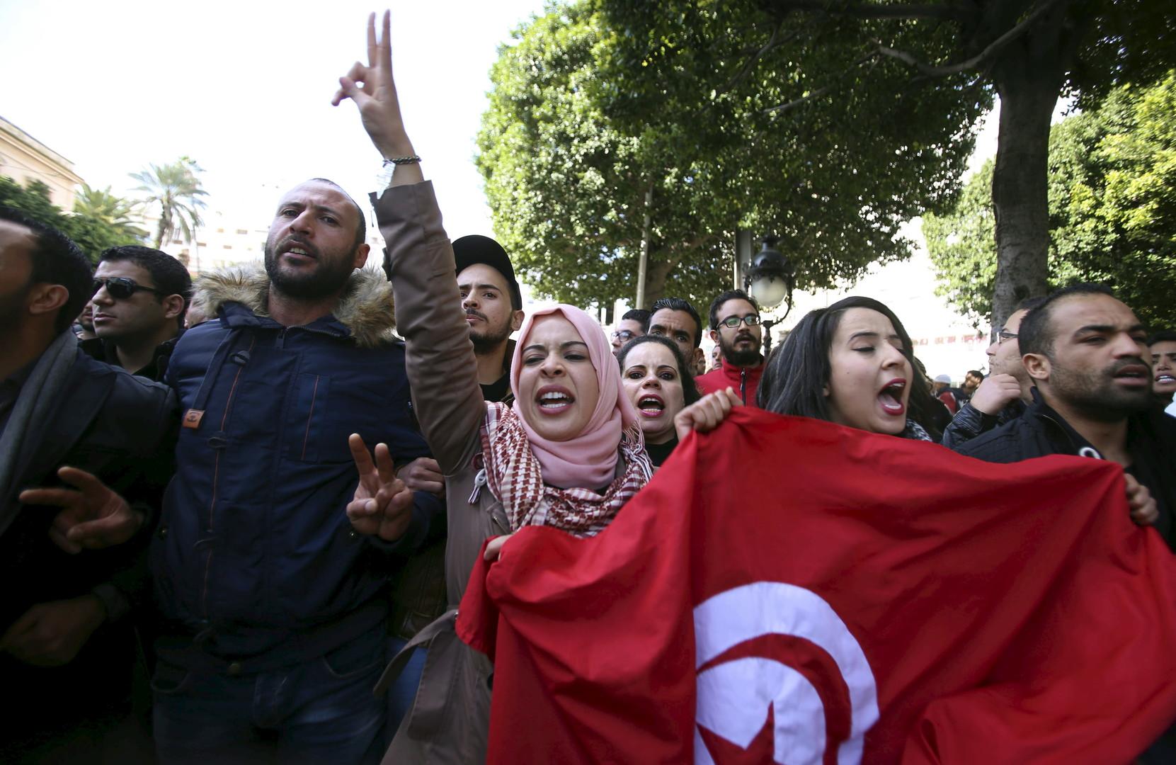 Des manifestations contre le chômage Avenue Habib Bourguiba à Tunis