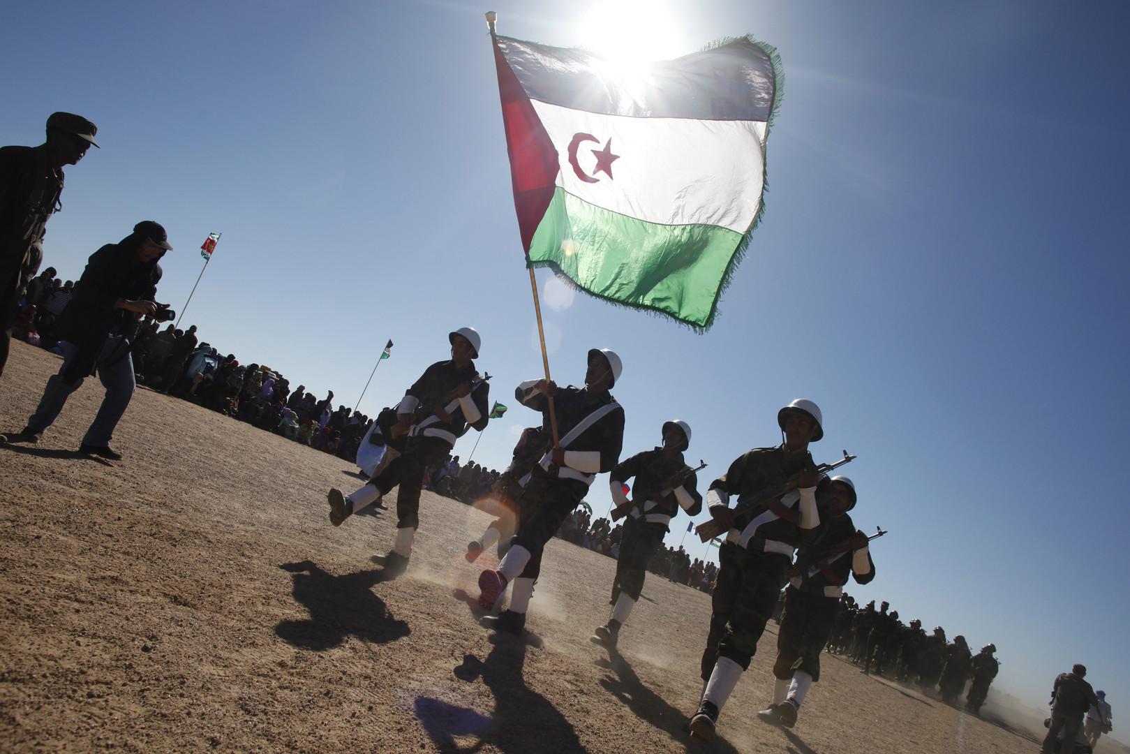 Des combattants du Front Polisario à l'occasion des 35 années de la commémoration de l'existence de leur mouvement, à Tifariti au sud-ouest de l'Algérie, en 2011.