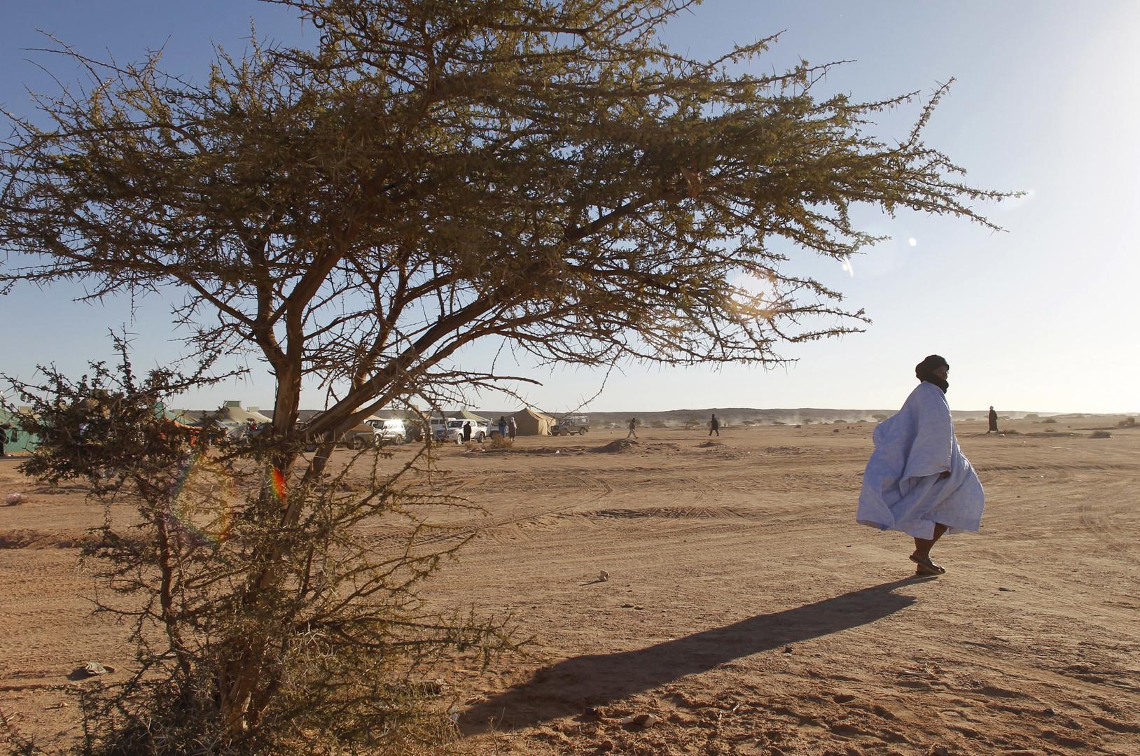Un homme qui assiste aux commémorations au Sahara occidental