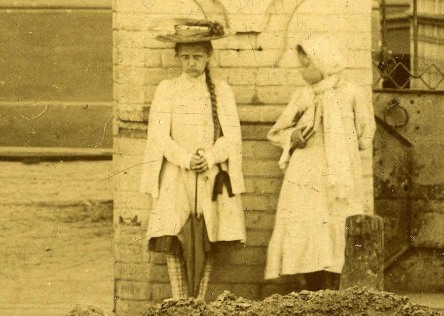 A la recherche d'une «fillette fantôme» présente sur plusieurs clichés vieux de 100 ans (PHOTOS)