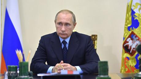 Le président russe Vladimir Poutine rencontre le chef de la commission d'enquête gouvernementale sur le sujet du crash du vol A321 en Egypte.