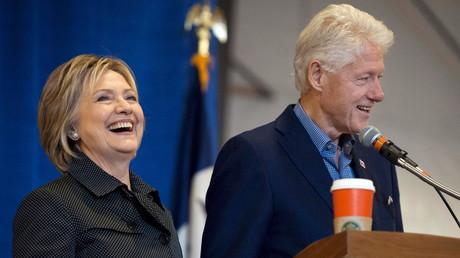 Bill Clinton au côté de sa femme Hillary le 15 novembre dernier