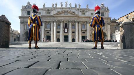 La nouvelle une de Charlie Hebdo ne passe pas pour le Vatican.