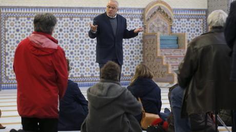 La journée 'portes ouvertes' des mosquées françaises.