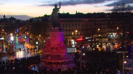 Hommage aux victimes des attaques terroristes sur la place de la République