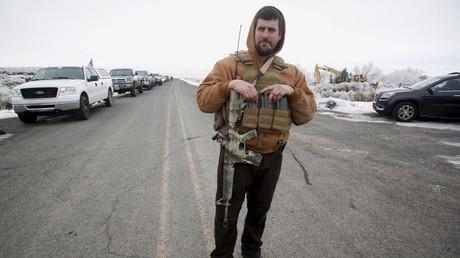 Des hommes armés tiennent toujours un parc national américain dans l'Oregon