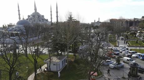 La place de Sultanahmet encerclée par la police