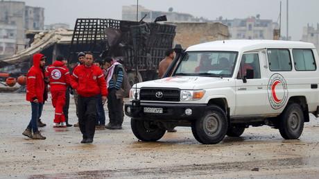 Des employés du Croissant rouge s'apprêtent à gagner Madaya