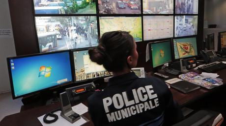Les caméras de surveillance ont permis à la police municipal de repérer le voleur, et de sauver le SDF en arrêt cardiaque