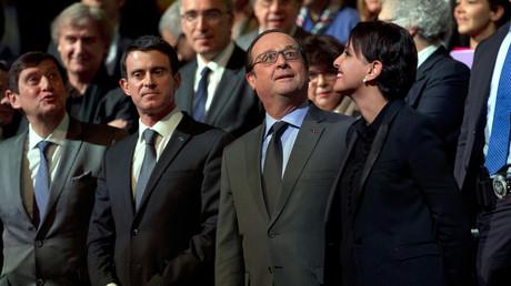 Le président français François Hollande avec des membres du gouvernement