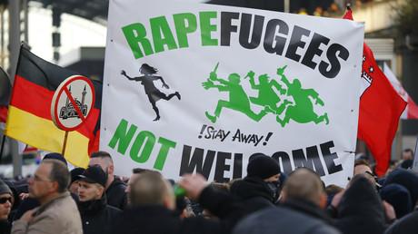 Des partisans du mouvement allemand contre l'islamisation PEGIDA lors d'une protestation à Cologne