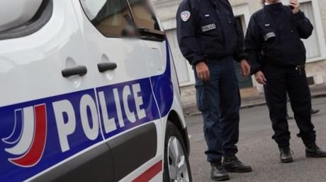 Des policiers français en service