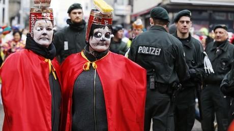 Le carnaval a lieu tous les ans dans les villes de Rhénanie.