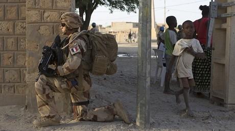 Un soldat français de l'opération Barkhane, qui est présente dans la capitale du Burkina Faso