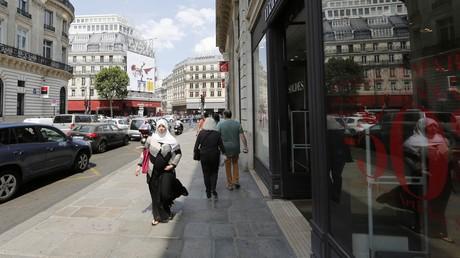 Une musulmane dans les rues de Paris