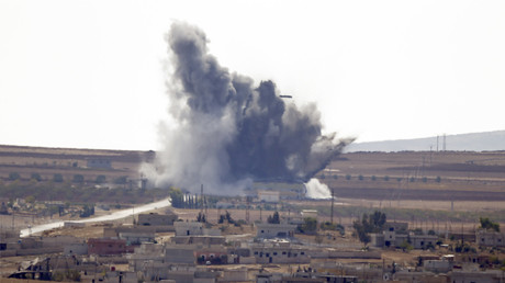 La fumée monte au-dessus de la ville syrienne de Kobane, après une frappe aérienne de la coalition menée par les Etats-Unis