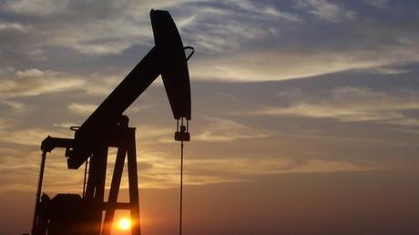 Les prix du pétrole continuent de chuter.