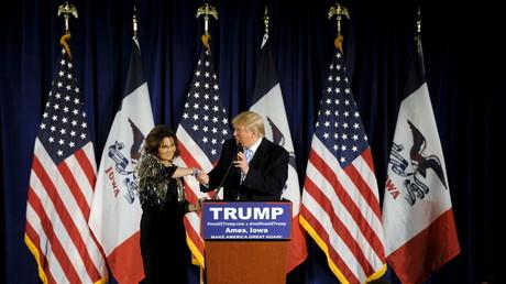 Sarah Palin appelle les Républicains à voter pour Donald Trump aux primaires