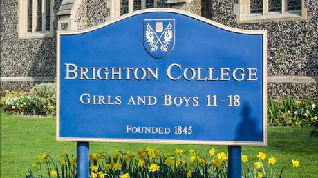 Une école privée anglaise autorise les garçons à porter l'uniforme des filles et vice-versa