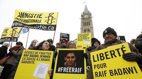 La femme de Raif Badawi, condamné pour ses activités politiques en Arabie saoudite, participait à une manifestation de soutien à Ottawa, au Canada